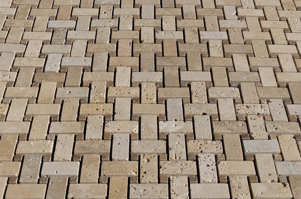 Mosaico-per-cucina-in-pietra-travertino-calssico