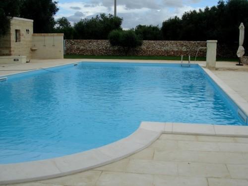 piscina costruzione pavimentazione